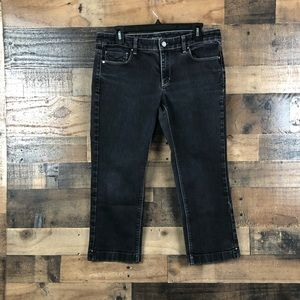 WHBM CAPRIS JEANS WITH DESIGN ON BACK POCKETS